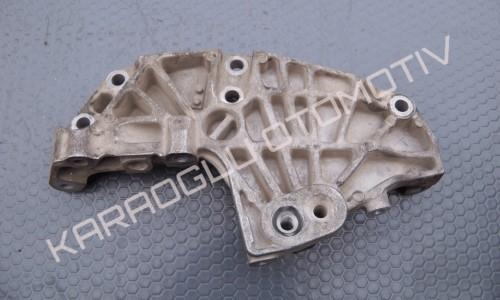 Opel Vivaro Silindir Kapağı Bağlantı Ayağı 8200741758 8201011432 8200399938