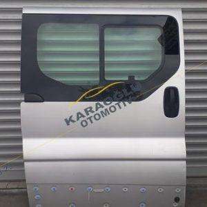 Renault Trafic Sağ Sürgülü Camlı Sökme Kapı 7751472220